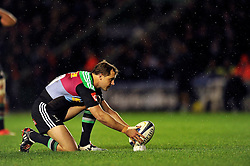 Nick Evans of Harlequins lines the ball up for a kick at the posts - Photo mandatory by-line: Patrick Khachfe/JMP - Mobile: 07966 386802 17/10/2014 - SPORT - RUGBY UNION - London - Twickenham Stoop - Harlequins v Castres Olympique - European Rugby Champions Cup