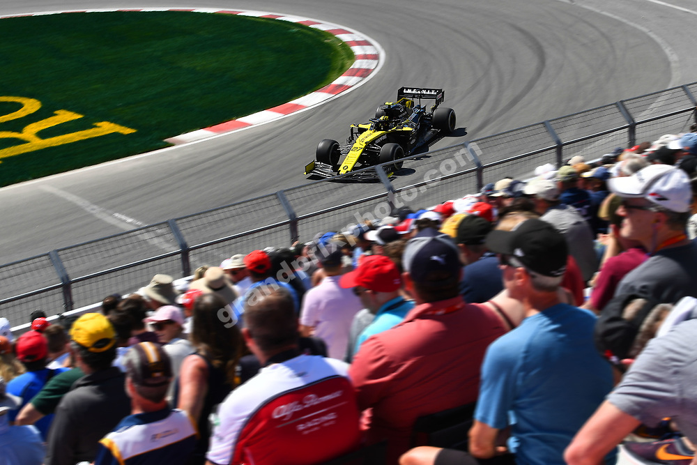 Nico Hülkenberg (Renault) and spectators during practice for the 2019 Canadian Grand Prix in Montreal. Photo: Grand Prix Photo