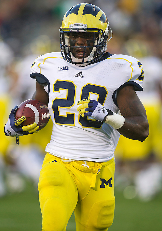 September 22, 2012:  Michigan running back Fitzgerald Toussaint (28) during NCAA Football game action between the Notre Dame Fighting Irish and the Michigan Wolverines at Notre Dame Stadium in South Bend, Indiana.  Notre Dame defeated Michigan 13-6.