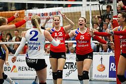 20170430 NED: Eredivisie, VC Sneek - Sliedrecht Sport: Sneek<br />Monique Volkers (12) of VC Sneek, Paula Boonstra (5) of VC Sneek <br />©2017-FotoHoogendoorn.nl / Pim Waslander