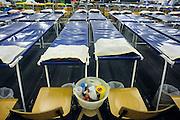 Nederland, Nijmegen, 19-7-2009De tent van het Rode Kruis met stretchers en prikatributen waar vanaf dinsdag 4daagselopers hun blaren kunnen laten prikken.Foto: Flip Franssen/Hollandse Hoogte