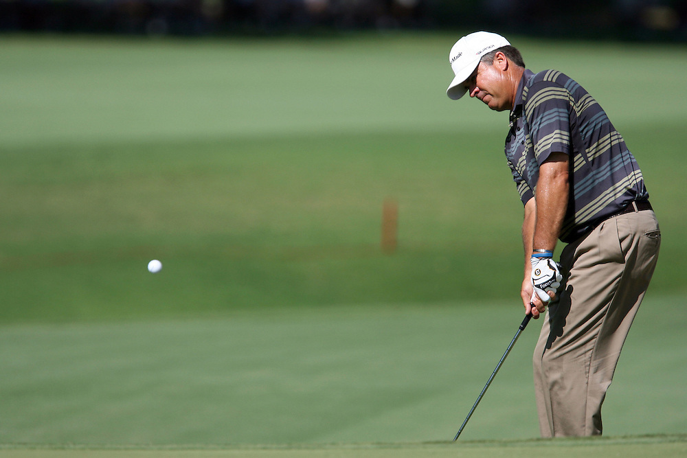 11 August 2007: Kenny Perry chips on to the 3rd green during the third round of the 89th PGA Championship at Southern Hills Country Club in Tulsa, OK.