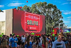 Público aproveita as ações de marketing da Renner durante a 22ª edição do Planeta Atlântida. O maior festival de música do Sul do Brasil ocorre nos dias 3 e 4 de fevereiro, na SABA, na praia de Atlântida, no Litoral Norte gaúcho.  Foto: Marcos Nagelstein / Agência Preview