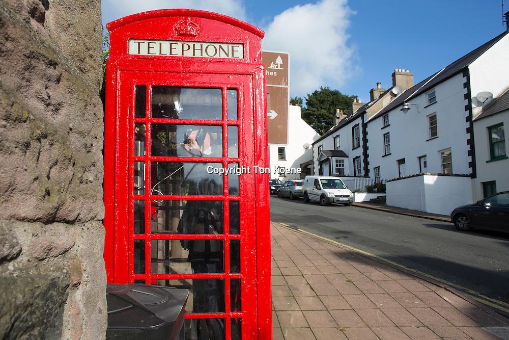 traditional British telephone box