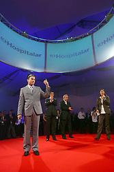 """O diretor de projeto Thomas Santos apresenta os Shows étnicos na """"Noite das Nações"""" durante a HOSPITALAR 2007-14ª Feira Internacional de Produtos, Equipamentos, Serviços e Tecnologia para Hospitais, Laboratórios, Clínicas e Consultórios, que acontece de 12 a 15 de junho de 2007, no Expo Center Norte, em São Paulo. FOTO: Jefferson Bernardes/Preview.com"""
