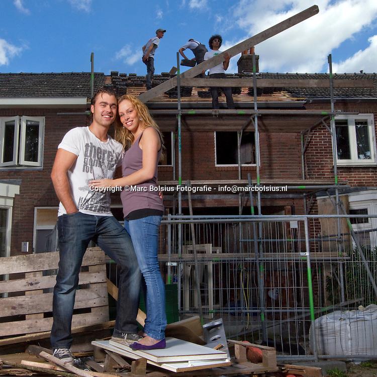 oss,jurgen van maastricht met zijn vriendin dian voor hun  toekomstige huis