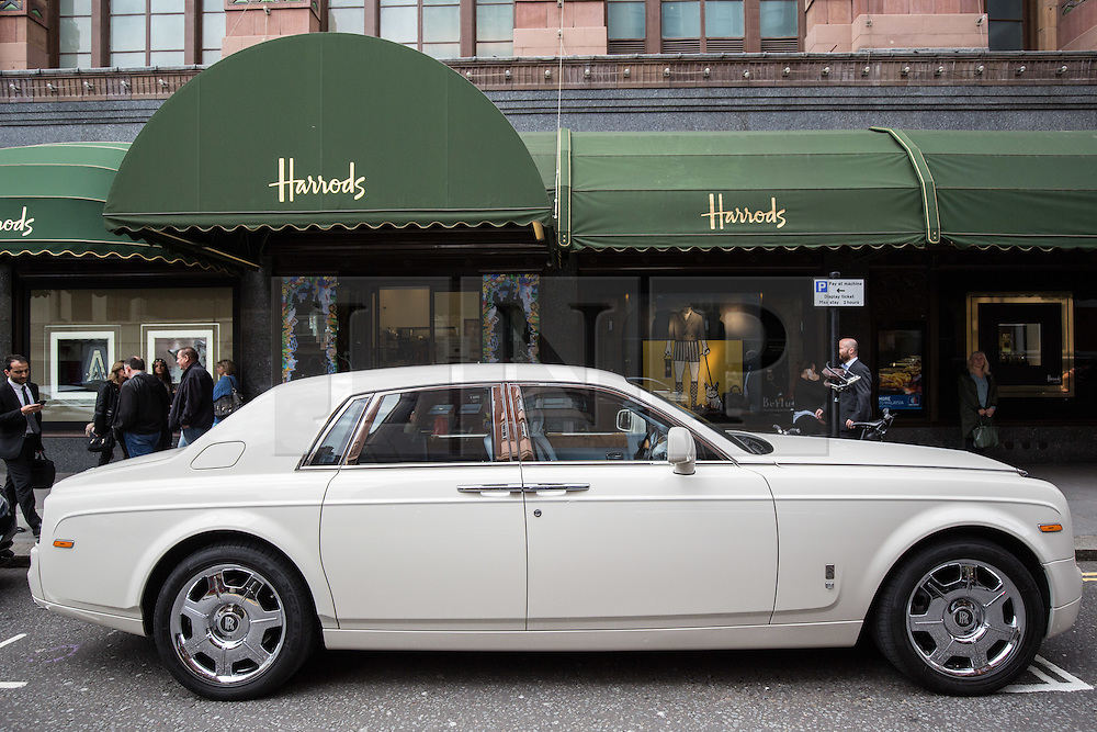 © Licensed to London News Pictures. 27/07/2015. London, UK. A Rolls Royce seen outside Harrods in London. Kensington and Chelsea Borough Council have announced plans that will make it a criminal offence to cause excessive noise unnecessarily, which will aim to stop showboating by drivers revving their engines, or super-fast accelerating. Photo credit : James Gourley/LNP