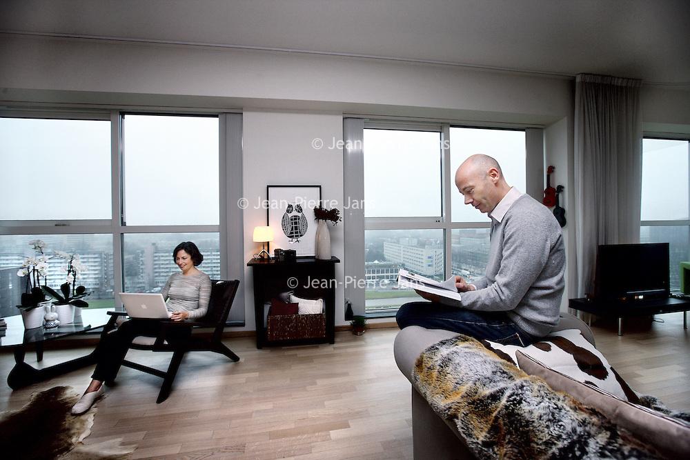 Nederland, Amsterdam , 9 januari 2012.<br /> Marisa Garau & Arjan van Woensel in hun appartement in het appartementencomplex New Amsterdam aan de Zuidas.<br /> Foto:Jean-Pierre Jans