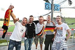 23.06.2010, Olympiapark, Muenchen, GER, FIFA Worldcup, Puplic Viewing Ghana vs Deutschland  im Bild Fans vor dem Spiel, EXPA Pictures © 2010, PhotoCredit: EXPA/ nph/  Straubmeier / SPORTIDA PHOTO AGENCY