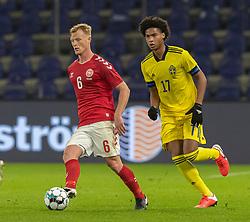 Jens Jønsson (Danmark) og Jens-Lys Cajuste (Sverige) under venskabskampen mellem Danmark og Sverige den 11. november 2020 på Brøndby Stadion (Foto: Claus Birch).