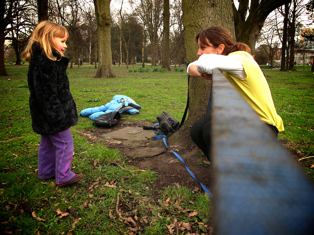 Slackliner Lisa Carnie helping a kid having her first go on the line.