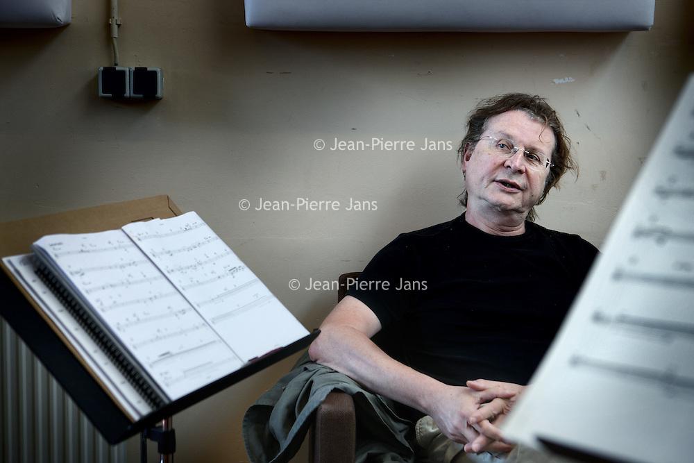 Nederland, Amsterdam , 19 april 2011..De Franse componist Tristan Murail..Murail wordt geassocieerd met de 'spectrale' compositietechniek, die gebruik maakt van de fundamentele eigenschappen van geluid als basis voor harmonie, en tevens van het gebruik van spectraalanalyse, frequentiemodulatie, ringmodulatie en amplitudemodulatie als methode om polyfonie te verkrijgen..Tot zijn belangrijkste werken behoren grote orkestwerken als Gondwana, Time en Again en later Serendib en L'esprit des dunes. Andere stukken zijn Désintégrations voor 17 instrumenten en tape, Mémoire/Erosion voor hoorn en 9 instrumenten Ethers voor fluit en ensemble, en Vampyr! voor elektrische gitaar..French Composer Tristan Murail.