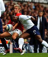 Photo. Daniel Hambury.<br />The Barclays Premiership.<br />Tottenham Hotspur V Manchester United. 25/09/2004.<br />Spurs' Noe Pamarot and Manchester United's Alan Smith