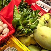 2011 08 21 Bhai Sha Yunnan Kina China<br /> Lokal matmarknad i Bhai Sha<br /> Grönsaker<br /> <br /> ----<br /> FOTO : JOACHIM NYWALL KOD 0708840825_1<br /> COPYRIGHT JOACHIM NYWALL<br /> <br /> ***BETALBILD***<br /> Redovisas till <br /> NYWALL MEDIA AB<br /> Strandgatan 30<br /> 461 31 Trollhättan<br /> Prislista enl BLF , om inget annat avtalas.