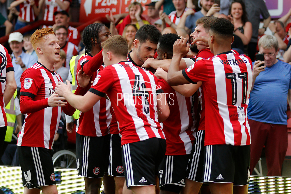 Brentford players celebrate a goal from Brentford Forward Sergi Canos (47) (score 1-0) during the EFL Sky Bet Championship match between Brentford and Queens Park Rangers at Griffin Park, London, England on 21 April 2018. Picture by Andy Walter.