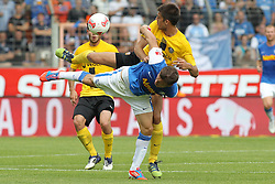 Football: Germany, 2. Bundesliga, VfL Bochum - SG Dynamo Dresden.Zlatko Dedic (Bochum) - Vujadin Savic (Dresden).© pixathlon