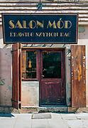 Stylizowana witryna kawiarnii, na ulicy Szerokiej w Krakowie.<br /> Stylized cafe site, on Szeroka Street in Krakow.