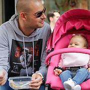 NLD/Amsterdam/20120902 - Grazia PC Catwalk 2012, Lange Frans Frederiks voert zijn dochter Danie met zijn moeder