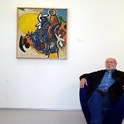 NLD/Amstelveen/20070617 - Expositie opening Corneille, Corneille zittend op een stoel tussen zijn schilderijen