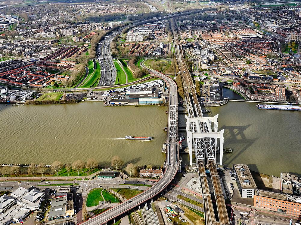 Nederland, Zuid-Holland, Dordrecht, 25-02-2020; Oude Maas, met Spoorbrug Dordrecht(Grote brug) tussen Dordrecht enZwijndrecht (boven in beeld). Links van de spoorbrug de Drechttunnel (Rijksweg 16).<br /> Oude Maas (old Meuse), with Railway Bridge Dordrecht between Dordrecht and Zwijndrecht. View of Drechttunnel (tunnel Dordrecht).<br /> luchtfoto (toeslag op standard tarieven);<br /> aerial photo (additional fee required)<br /> copyright © 2020 foto/photo Siebe Swart