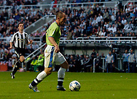 Fotball<br /> England 2005/2006<br /> Foto: SBI/Digitalsport<br /> NORWAY ONLY<br /> <br /> Newcastle United v Deportivo La Coruna<br /> Intertoto Cup.<br /> 03/08/2005.<br /> Deportivo's Pedro Munitis sidefoots the ball into the goal unopposed to put Deportivo 2-1 up and Newcastle needing to score three goals to avoid elimination.