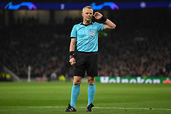 09.04.2019, White Hart Lane, London, ENG, UEFA CL, Tottenham Hotspur vs Manchester City, Viertelfinale, Hinspiel, im Bild Referee Bjorn Kuipers listens in to his VAR colleagues // Referee Bjorn Kuipers listens in to his VAR colleagues during the UEFA Champions League quarterfinals, 1st leg match between Tottenham Hotspur and Manchester City at the White Hart Lane in London, England on 2019/04/09. EXPA Pictures © 2019, PhotoCredit: EXPA/ Focus Images/ Martyn Haworth<br /> <br /> *****ATTENTION - for AUT, GER, FRA, ITA, SUI, POL, CRO, SLO only*****