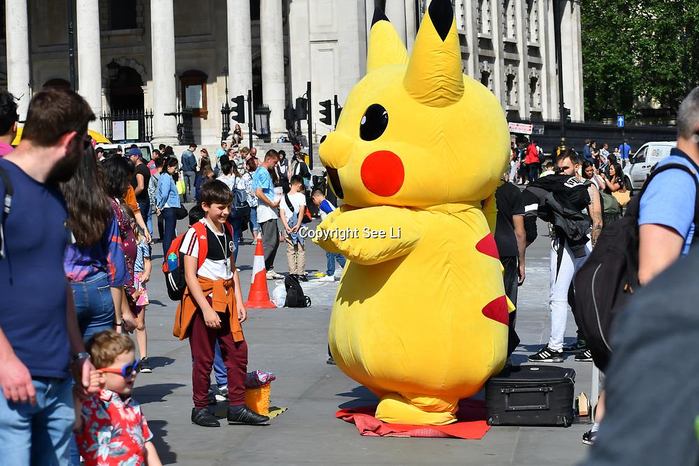 UK Weather - Tourists enjoy the Hottest week in June 2019, in Trafalgar Square, on 27 June 2019, London, UK
