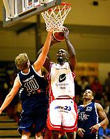 Basket , 1. Oktober 2006 , BLNO Grunnspill ,Rykkinhallen.<br /> 3B/Bærums Verk - Ulriken Eagles.<br /> 3B/Bærums Verk ,Daniel Berg - Ulriken Eagles ,Peter Bullock<br /> <br /> Foto: Robert Christensen