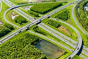 Nederland, Utrecht, gemeente Vijfheerenlanden , 13-05-2019; Knooppunt Everdingen, kruising van de rijkswegen A2 (links boven, rechts onder) en A27, gedeeltelijk turbineknooppunt. <br /> Everdingen junction south of Utrecht.<br /> <br /> luchtfoto (toeslag op standard tarieven);<br /> aerial photo (additional fee required);<br /> copyright foto/photo Siebe Swart
