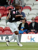 Photo: Kevin Poolman.<br /> Brentford v Swansea City. Coca Cola League 1, Play off Semi Final. 14/05/2006. Leon Knight celebrates his goal and Swansea's first.