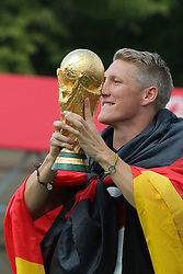 15.07.2014, Brandenburger Tor, Berlin, GER, FIFA WM, Empfang der Weltmeister in Deutschland, Finale, im Bild Bastian Schweinsteiger feiert // during Celebration of Team Germany for Champion of the FIFA Worldcup Brazil 2014 at the Brandenburger Tor in Berlin, Germany on 2014/07/15. EXPA Pictures © 2014, PhotoCredit: EXPA/ Eibner-Pressefoto/ Hibbeler<br /> <br /> *****ATTENTION - OUT of GER*****
