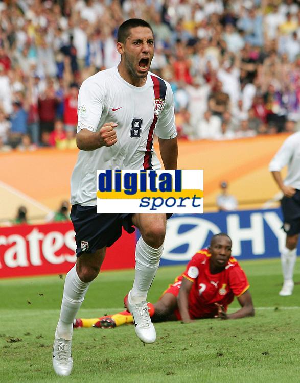 1:1 Jubel  Clint Dempsey USA<br /> Fussball WM 2006 Ghana - USA<br /> Norway only