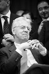 """Potenza (PZ) 01.02.2013 - Campagna Elettorale Elezioni Politiche 2013. Mario Monti a Potenza per svolgere un incontro con i giovani sul tema """"L'Italia che sale dal Sud: I giovani, il Mezzogiorno e il lavoro"""". Nella Foto: Mario Monti durante il dibattito. Foto Giovanni Marino"""