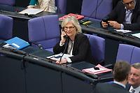 06 NOV 2015, BERLIN/GERMANY:<br /> Christine Lambrecht, MdB, SPD, 1. PArl. GEschaeftsfuehrerin, telefoniert waehrend einer Pause, Bundestagsdebatte zur Regelung der Sterbebegleitung; Plenum, Deutscher Bundestag<br /> IMAGE: 20151106-01-015<br /> KEYWORDS: Sterbehilfe, Debatte, Telefon
