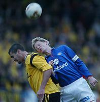 Fotball, 7. april 2002, Treningskamp Lillestrøm v Vålerenga 1-0. Tom Henning Hovi, Vålerenga, og Clayton Zane, Lillestrøm..