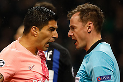 November 7, 2018 - Milan, Italy - Luis Suarez (L) of Barcelona argues with assistant referee during the Group B match of the UEFA Champions League between FC Internazionale and FC Barcelona on November 6, 2018 at San Siro Stadium in Milan, Italy. (Credit Image: © Mike Kireev/NurPhoto via ZUMA Press)