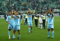 Milano 30-10-2004<br /> <br /> Campionato di calcio Serie A 2004-05<br /> <br /> Inter Lazio<br /> <br /> nella  foto I giocatori della Lazio esultano a fine partita<br /> <br /> Lazio players celebrate at the end of the match<br /> <br /> Foto Snapshot / Graffiti