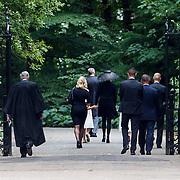 NLD/Lage Vuursche/20130816 - Uitvaart prins Friso, prinses Mabel en dochters Luana, Zaria en prinses Beatrix lopen terug naar het paleis