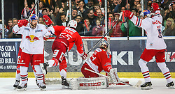 04.04.2014, Eisarena, Salzburg, AUT, EBEL, EC Red Bull Salzburg vs HCB Suedtirol, Finale, best of five, 1. Spiel, im Bild Tor zum Anschlusstreffer Red Bull Salzburg // during the 1st match of the final best of five round of the the Erste Bank Icehockey League Playoff between EC Red Bull Salzburg and HCB Suedtirol at the Eisarena in Salzburg, Austria on 2014/04/04. EXPA Pictures © 2014, PhotoCredit: EXPA/ Roland Hackl