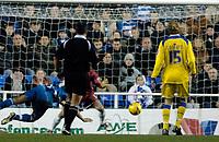 Photo: Daniel Hambury.<br />Reading v Cardiff City. Coca Cola Championship.<br />02/01/2006.<br />Reading's Steve Sidwell (hidden) scores to make the score 4-1.