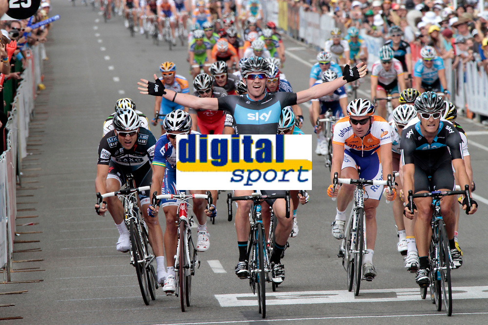 Adelaide - Australie - wielrennen - cycling - radsport - cyclisme -  UCI ProTour - Santos Tour Down Under - 1e etappe - Christopher Sutton juicht als Gregory Henderson (Team Sky) rechts wint  <br /> PHOTO : PHOTO NEWS / DPPI