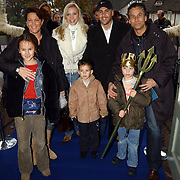 Premiere De Kleine Zeemeermin, Familie Robert Schoemacher met vrouw Monique Soudan en zoon Moos, en Mental theo Theo Nabuurs met zoon Nick en vriendin Amanda
