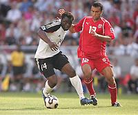 Fotball, 18. juni 2005, Confederations Cup Tunisia - Tyskland, v.l. v.l. Gerald Asmoah GER, Jawhar Mnari<br /> Norway only