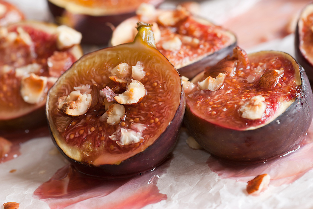 Delicious honey-roast figs with hazelnuts