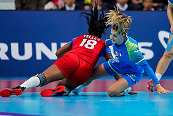 05-12-2019 JAP: Cuba - Slovenia, Kumamoto<br /> Fourth match groep A at 24th IHF Women's Handball World Championship. Slovenia win 39 - 26 of Cuba / Nina Zabjek #9 of Slovenia, Lorena Aide Tellez Delgado #18 of Cuba