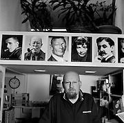 Der Schriftsteller und Buchhändler Christoph Bauer in der Buchhandlung Lindwurm. 2004. © romano p. riedo | FOTOPUNKT.CH