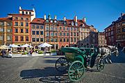 Dorożka na rynku Starego Miasta w Warszawie, Polska<br /> A cab on the market of the Old Town of Warsaw, Poland