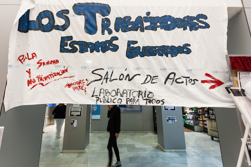 Protest against the closure of the University hospital of la Princesa  in Madrid