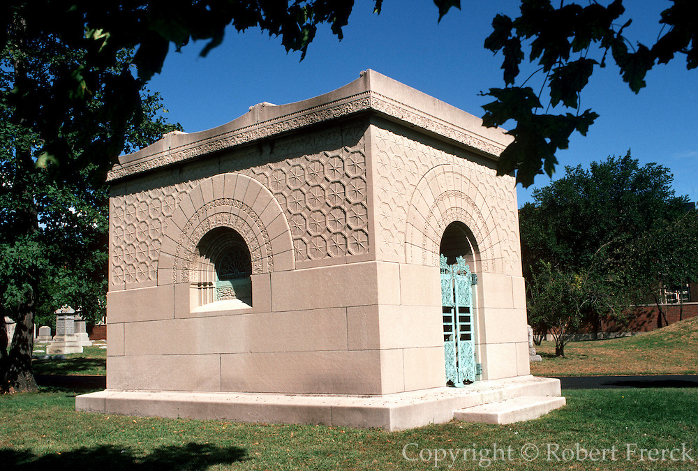 CHICAGO, HISTORIC ARCH. Getty Family Tomb, 1890 Louis Sullivan, Architect. Graceland Cemetery