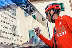 March 15, 2019 - Pomarance, Pisa, Italia - Foto Gian Mattia D'Alberto / LaPresse.15/03/2019 Pomarance (Italia) .Sport Ciclismo.Tirreno-Adriatico 2019 - edizione 54 - da Pomarance a Foligno  (226 km) .Nella foto: Vincenzo Nibali ITA..Photo Gian Mattia D'Alberto / LaPresse .March 15, 2018 Pomarance (Italy).Sport Cycling.Tirreno-Adriatico 2019 - edition 54 - Pomarance to Foligno (140 miglia) .In the pic:Vincenzo Nibali ITA (Credit Image: © Gian Mattia D'Alberto/Lapresse via ZUMA Press)